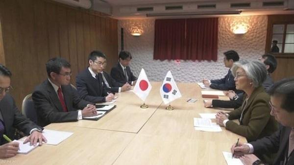 日韓外相会談も関係改善の糸口見えず