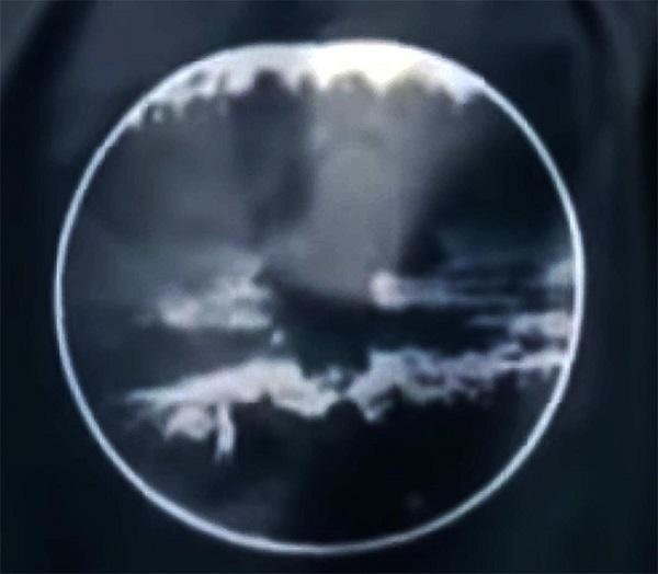 韓国人アイドルグループ「BTS」(防弾少年団)が、日本に投下され多くの人々が命を失った原爆をデザインしたシャツを着用して問題視されているが、先日、原爆をデザインしたブルゾンも着用していることが判明