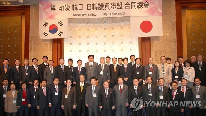 キタ━━(゚∀゚)━━!!! なぜか公表されない訪韓議員30人、韓国紙が鮮明画像を公開wwwwwww