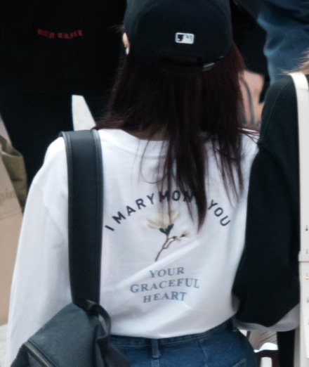 NHK紅白歌合戦への出場が発表されたTWICEについては、上述した原爆MVの他にも、同じく韓国人メンバーのダヒョンが嘘吐き朝鮮人慰安婦どもを支援するTシャツを着ていたことも発覚した!