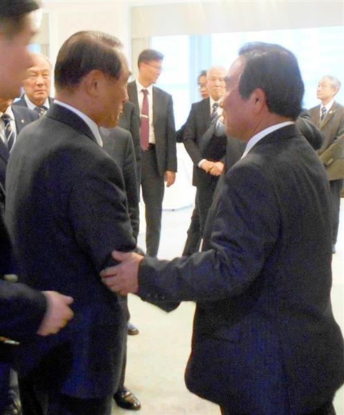 非公開で自衛隊OBと会談した韓国軍OBの金辰浩氏(左)