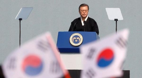 日本併合時に起きた3・1独立運動から100年となるのを記念した集会で演説する韓国の文在寅大統領=1日、ソウル中心部(ロイター)外務省、文氏「日本が7500人殺害」に問題意識伝達