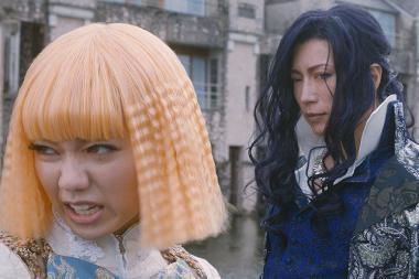 『翔んで埼玉』 主人公の壇ノ浦百美(二階堂ふみ)と転校生の麻実麗(GACKT)。ふたりは一応男子高校生という設定。