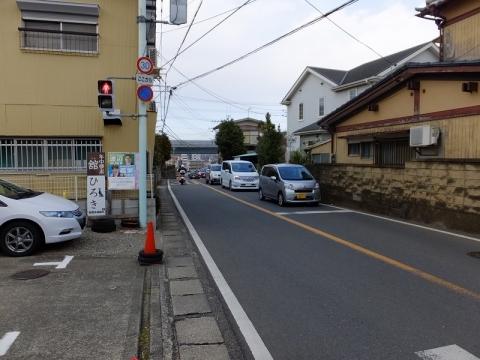 糟屋下宿交差点から見た矢倉沢往還