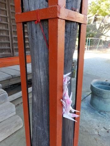 日々田神社・向拝の柱