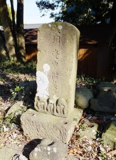 日々田神社境内の庚申塔