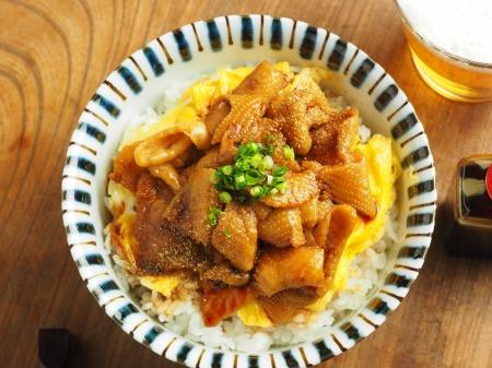 うなタレ鶏皮丼038