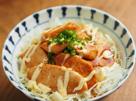 うなタレサラダチキン丼015