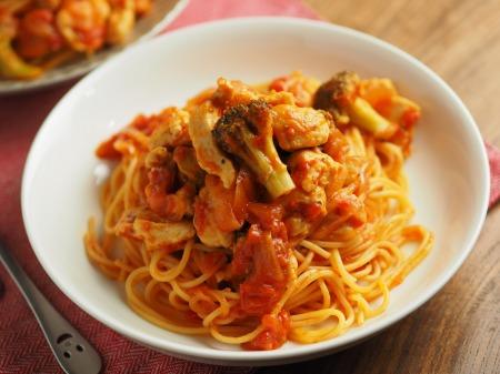 鶏むね肉のトマトパスタ025