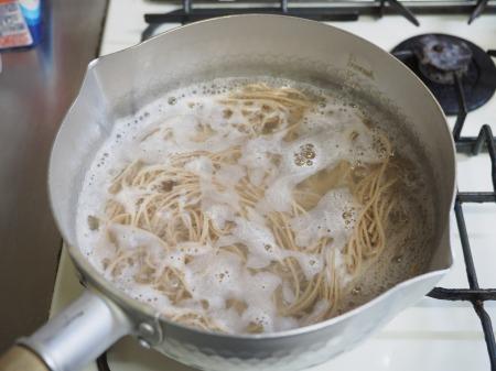 牡蠣の燻製でサラダ蕎麦022