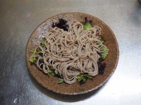 牡蠣の燻製でサラダ蕎麦024