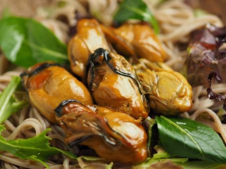牡蠣の燻製でサラダ蕎麦019