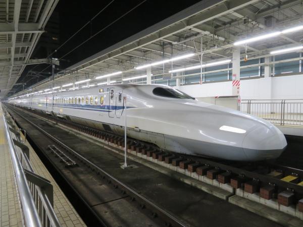 早朝の新大阪駅2