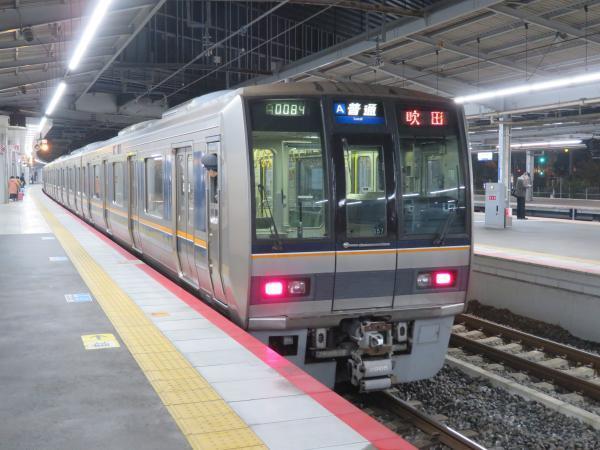 早朝の新大阪駅1