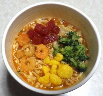 2/4発売 カップヌードル 海老の濃厚トマトクリーム(できあがり)