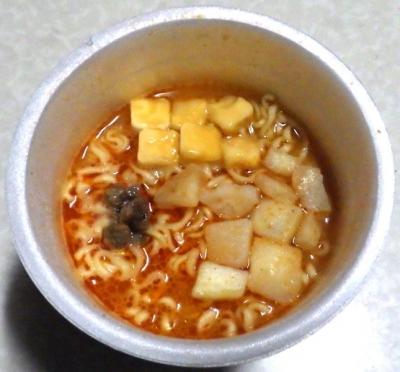 2/12発売 ピザポテト味ヌードル(できあがり)
