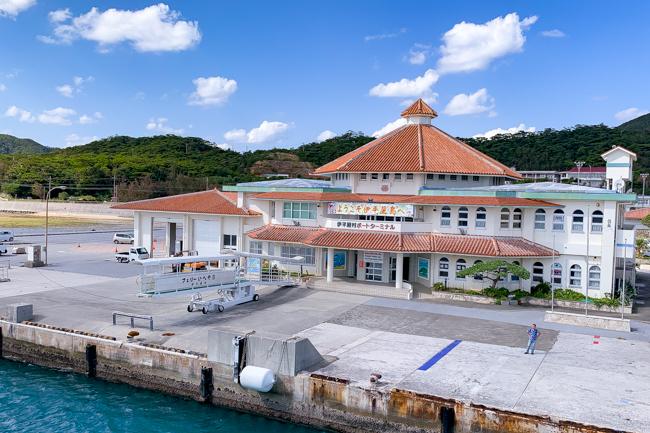 伊平屋島のフェリーターミナル