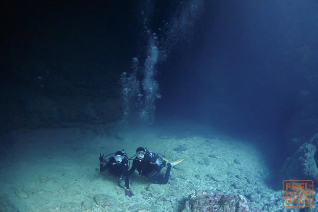 「青の洞窟」の貸切り体験ダイビング屋さん