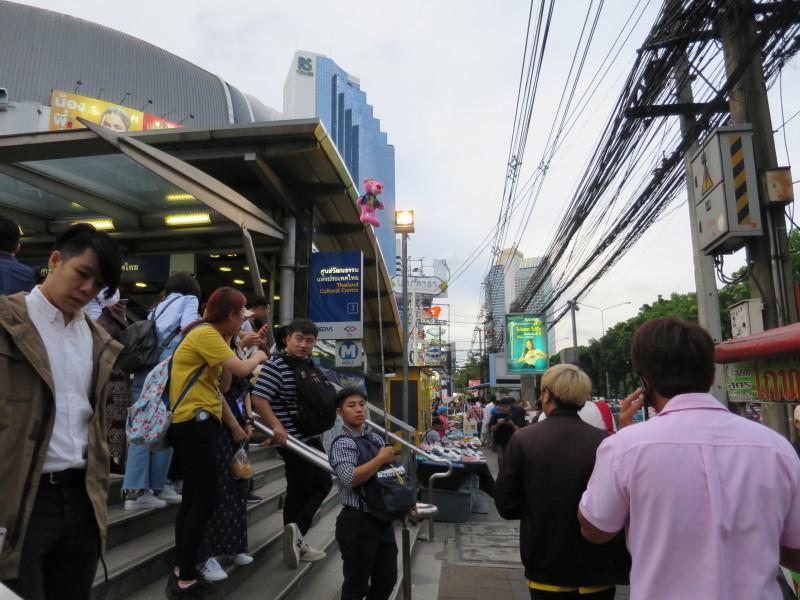 タラートロットファイ・ラチャダー ナイトマーケット バンコク