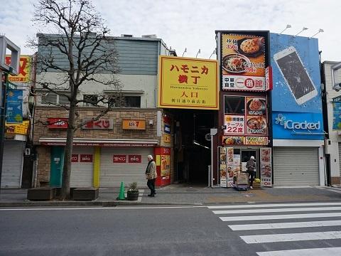 8ハモニカ横丁入口