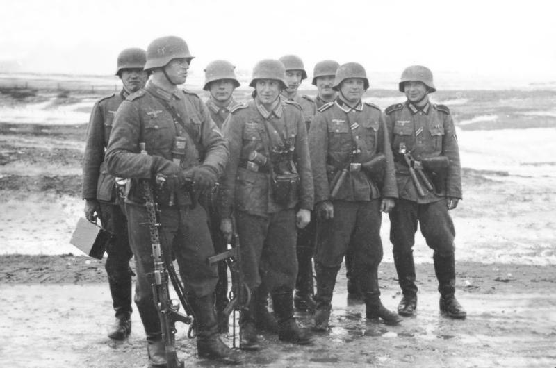 Bundesarchiv_Bild_101I-133-0703-02,_Polen,_Trupp_deutscher_Infanterie_im_Winter