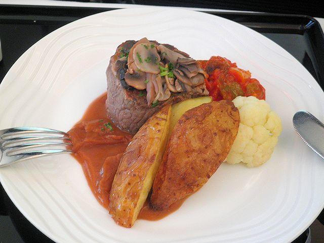 ANAビジネスクラス機内食のビーフフィレ肉