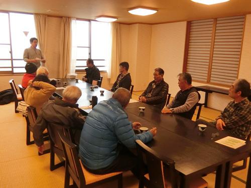 忘年会の会議。