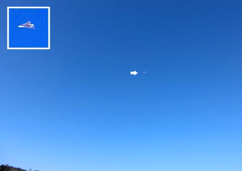ナゾの機体、飛行ちう~!