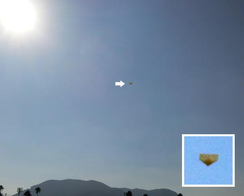 折り紙機、飛んでるトコ。その1。