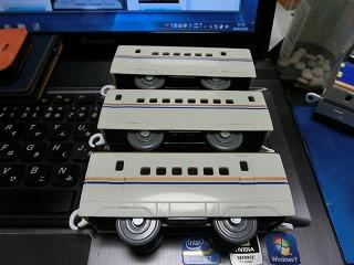 プラレール E7系新幹線 中間車側面比較