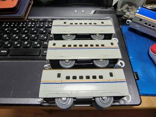 プラレール E7系新幹線 中間車側面比較 ②