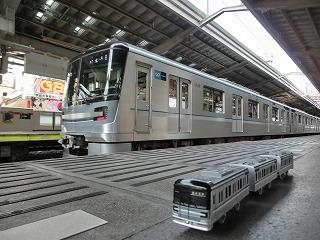 メトロ13000系コラボ撮影(中目黒駅) ②