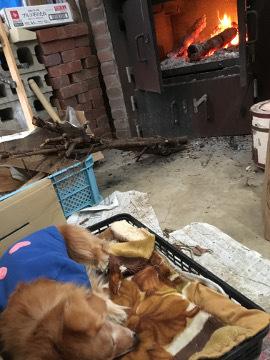 薪割り横とピザ窯前3