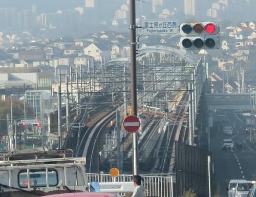 都筑ふれあいの丘駅そばの線路