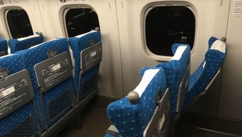 【競馬板】新幹線の中だけどシートを極限まで下げて来るやつマジでムカつくな。