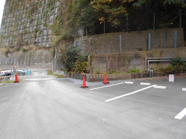 横須賀共済病院駐車場陸軍境界石 (1)