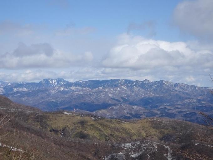 皇海山から袈裟丸連山
