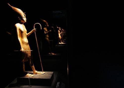 735x525_tutankhamun_walking_statue_convert_20190128100457.jpg