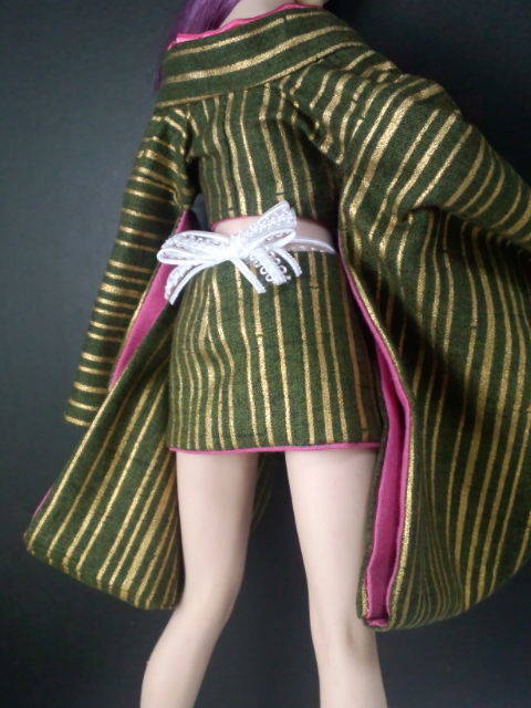 two_piece_kimono_b.jpg