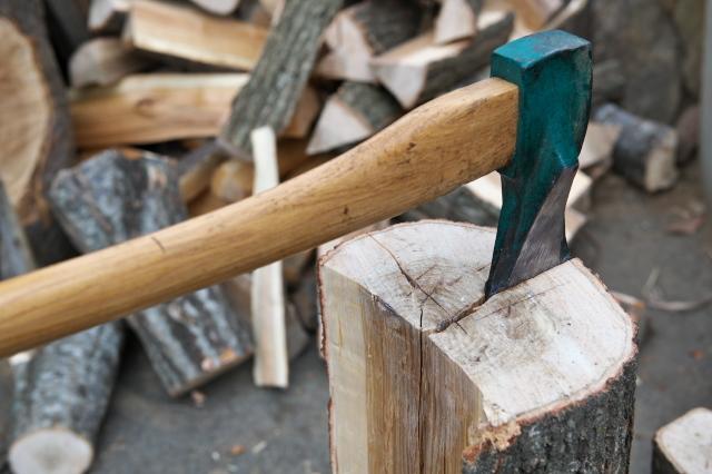 玉切り材を薪に。-02