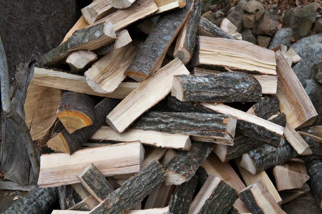玉切り材を薪に。-03