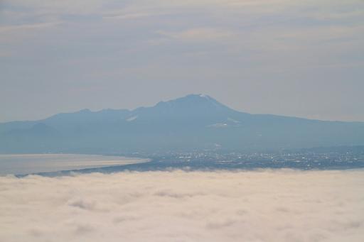 大山と中海が雲海