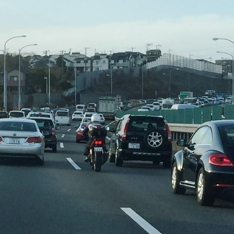 帰宅途中の横横道路の混雑