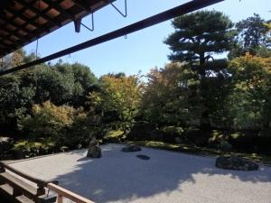 開山塔の庭1