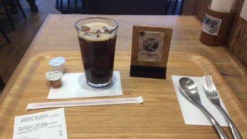 飲み物のアイスコーヒーSはセルフで・・・