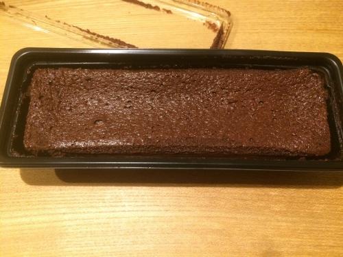 ベルギー産チョコレートを贅沢に使用して焼き上げた濃厚な味わいのショコラケーキです。 牛乳と卵、オリジナル小麦粉をベースに、濃厚かつしっとりとした食感に焼き上げました。