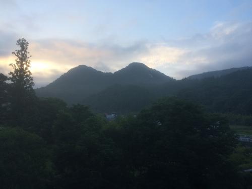 部屋から見えた山々