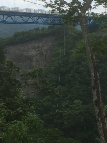 日本一高いブリッジバンジー!なんと高さ100メートル! 成功