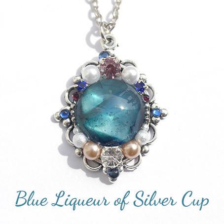 銀杯のブルーリキュール・ネックレス