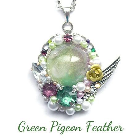 緑鳩(アオバト)の羽・ネックレス
